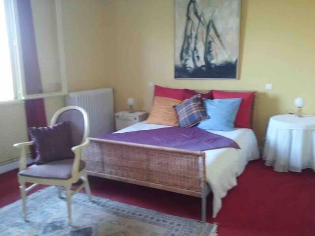 Agréable Chambre 1 à grand lit