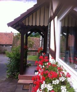 Waldecksches Fachwerkhaus obereFEWO - Edertal - Pis