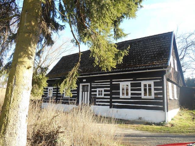 Urgemütliches Holzhaus am Bach - Dolní Chřibská - Haus