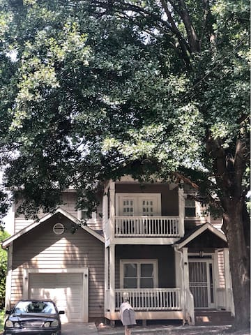 2 Rooms in Large Home Close to Downtown