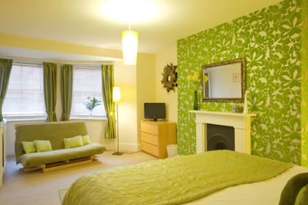 4* B&B - family suite with kitchen - Eastbourne