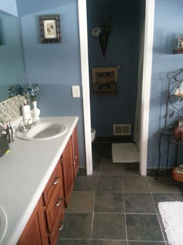 Private suite with private bathroom - Hackettstown - Radhus