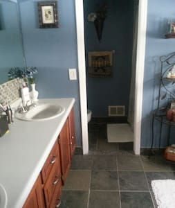 Private suite with private bathroom - Hackettstown - Αρχοντικό