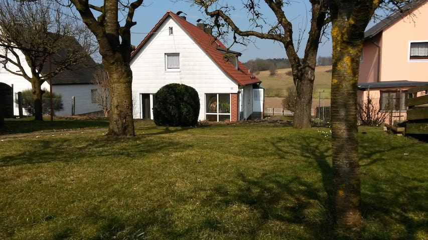 Gemütliches Haus mit großem Garten - Rohr in Niederbayern - Talo