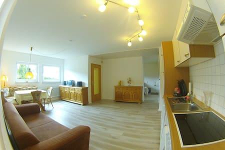 Apartment ca. 53 m² mit Terrasse - Niedereschach - Lejlighed