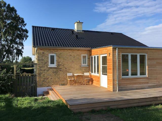 Feriehus til alle årstider tæt på Møns Klint.