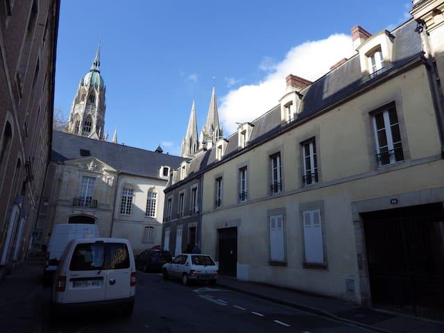 F2 centre historique de Bayeux - Bayeux - Apartment