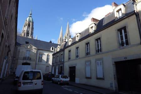 F2 centre historique de Bayeux - Bayeux - Wohnung