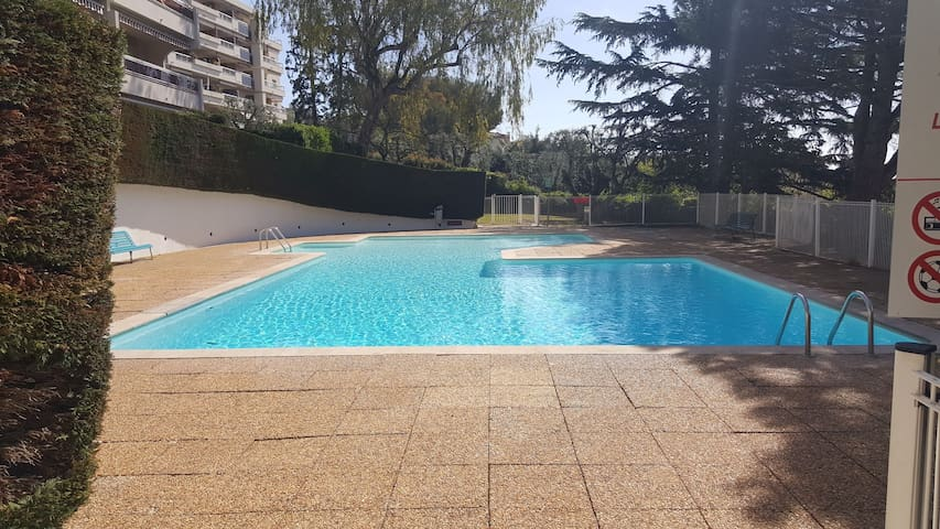 Beau studio 5e etage residence calme avec piscine