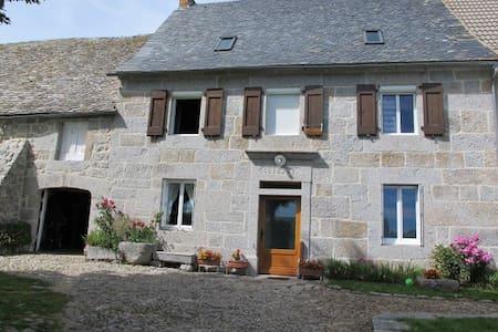 Votre maison de famille en Aubrac - Saint-Urcize - Apartmen