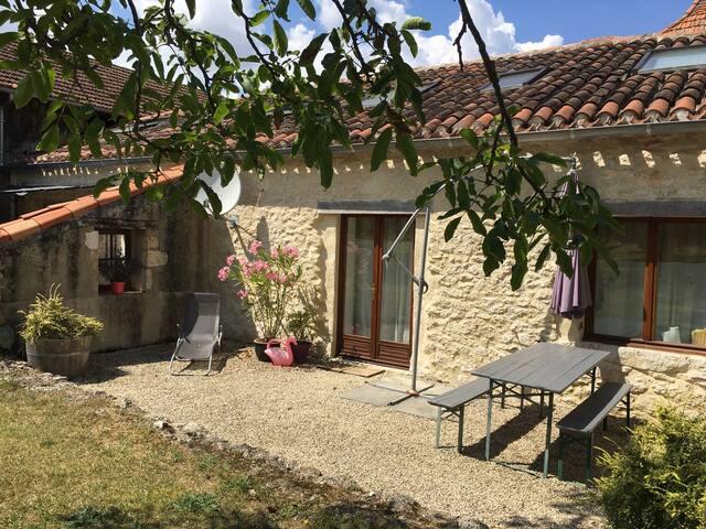 Gite Lavendel, Lot, France - Mauroux - บ้าน