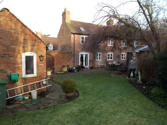 2 Single Room in Victorian Cottage - Alveston - บ้าน