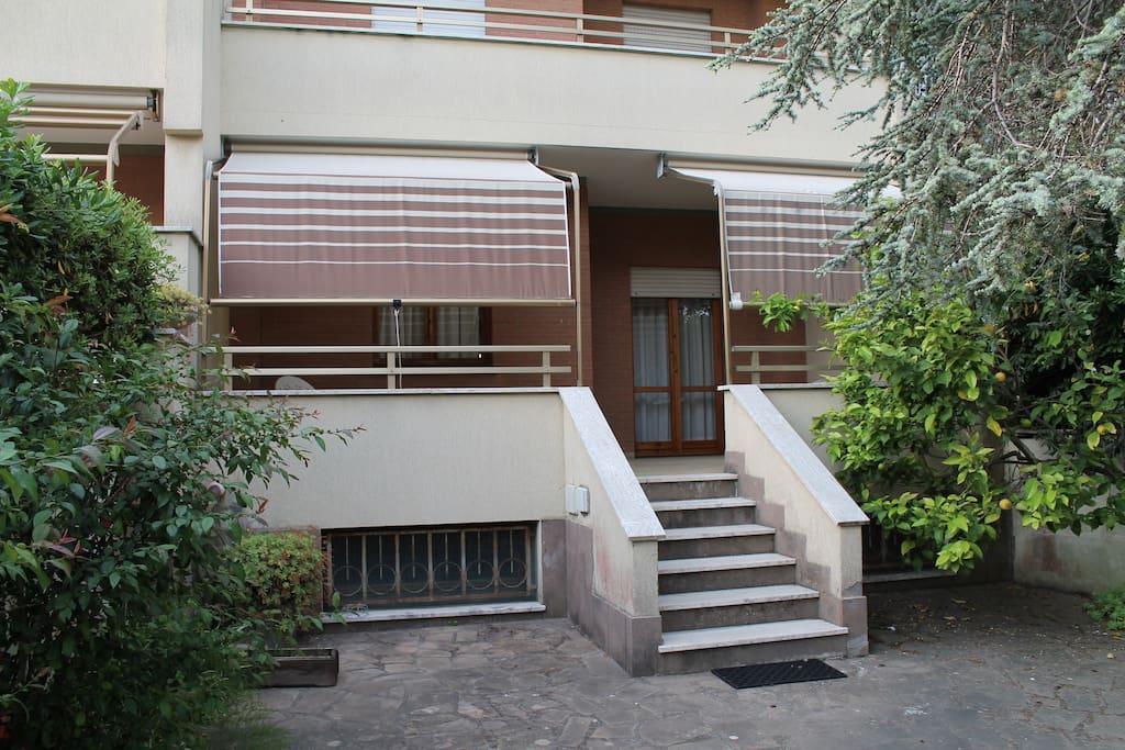 Villino con giardino houses for rent in anzio lazio italy for Piani di casa con guest house annessa