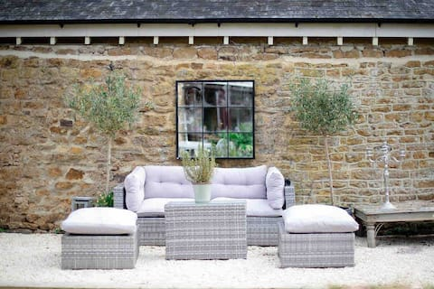 Country cottage 5 minutes from Soho farmhouse