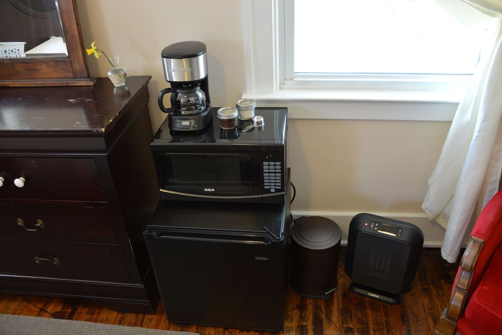 Deluxe private room with full amenities: mini-fridge, microwave, coffee maker & fresh ground coffee, fan, space heater, a/c,  dishes, silverware etc.