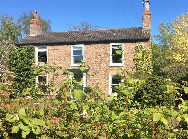 Lovely village house close to York - York