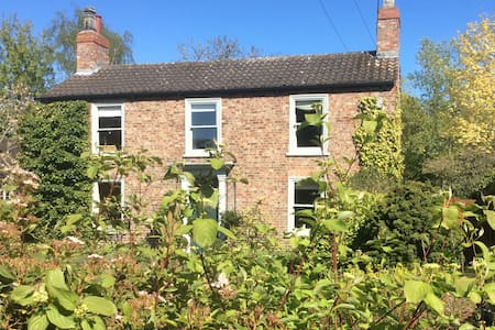 Lovely village house close to York - York - Huis
