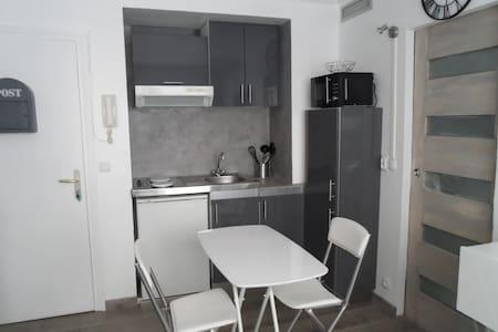 "studio ""carré d'or"", 50 m de la mer - Nice - Apartment"