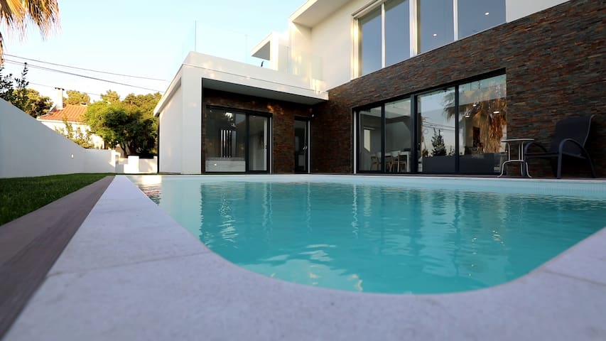 Superbe villa contemporaine avec piscine chauffée