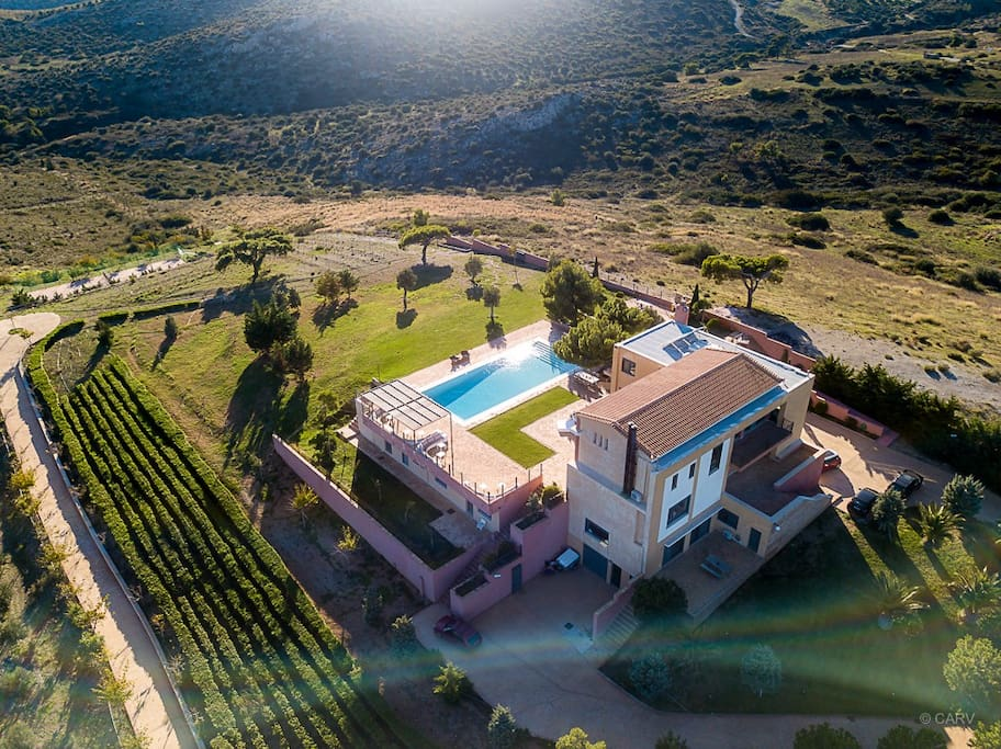 Private Villa  with 7 ensuite bedrooms with tennis/basketaball court, bbq , pool in 40 acres