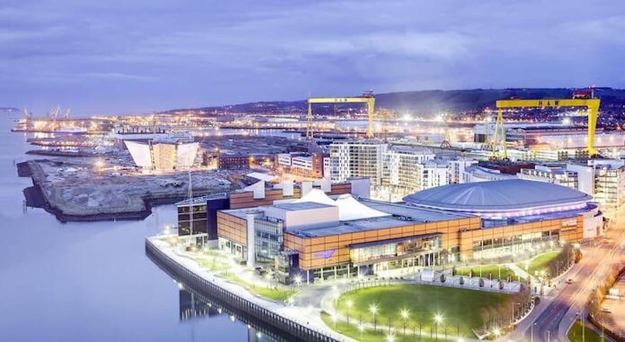 Excellent, comfortable location to visit Belfast
