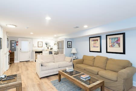 Sunny Apartment With Free Parking!