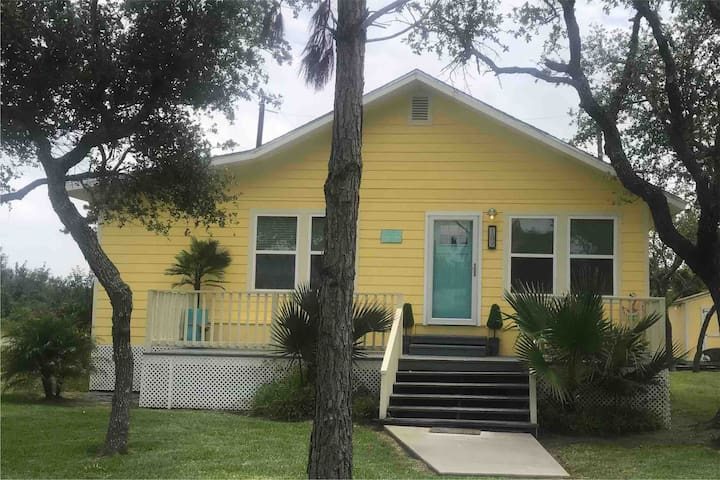 """Little Miss Sunshine"" Coastal cottage"