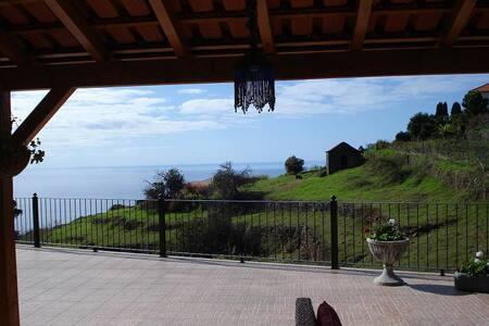 """Madeira Holiday Cottage """"VERDELHO"""" - Estreito da Calheta - Casa"""