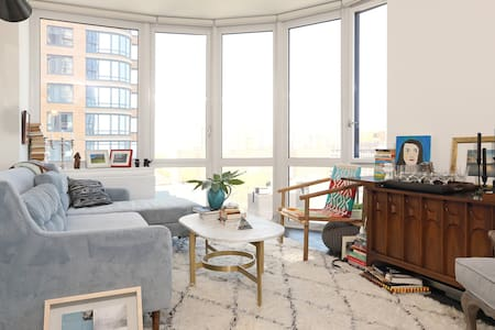 Skyline-view 1BR Downtown BK