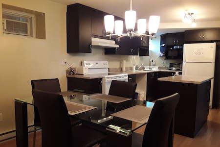 Bienvenue! Grand et propre Logement 2 chambres
