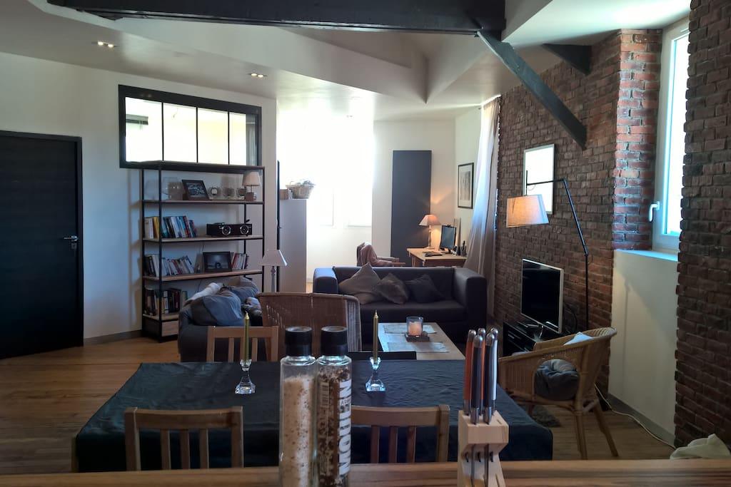 loft haut de gamme hyper centre appartements louer. Black Bedroom Furniture Sets. Home Design Ideas