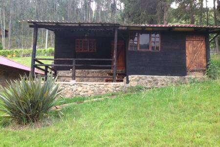 Cabaña en campo Tomebamba Paute Ecuador - Kisház