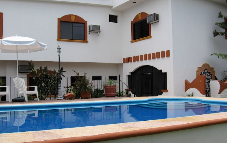 Large 1 bedroom apartment - San Blas - Apartamento