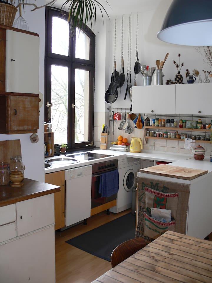 Die gut ausgestattete Küche lädt zum Brutzeln und Braten ein!