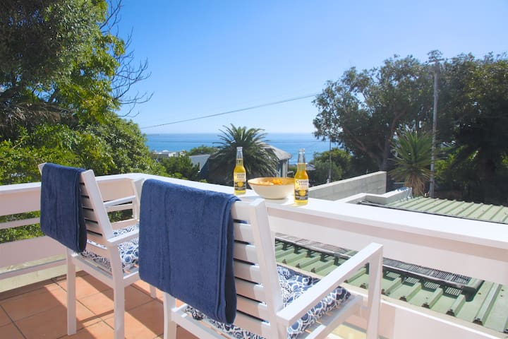 Sweet flat with deck & sea view - Cape Town - Apartment