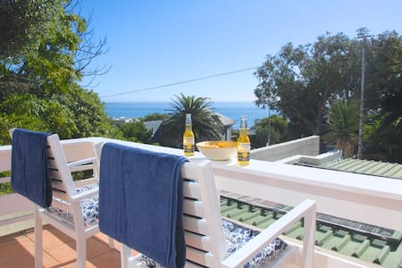 Sweet flat with deck & sea view - Cape Town - Apartmen