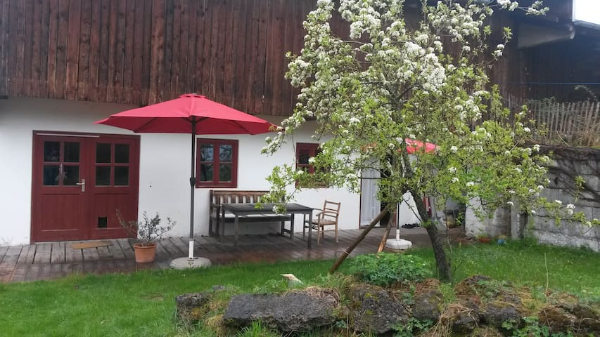Privatzimmer mit Gartenzugang - Warngau - Huis
