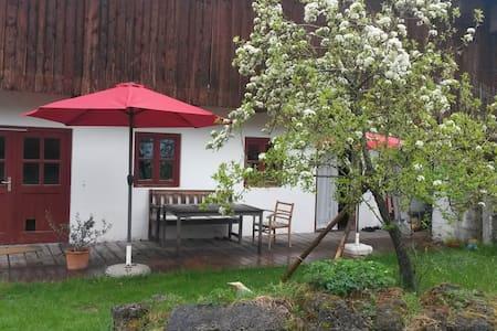 Privatzimmer mit Gartenzugang - Warngau - 独立屋