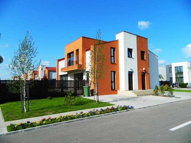 Modern house w. garden near Otopeni - Corbeanca - Rumah