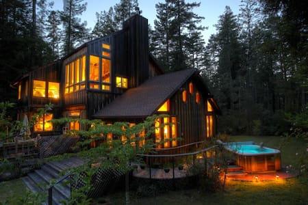 Moon View Room/Redwoods/Hot Tub - Mendocino