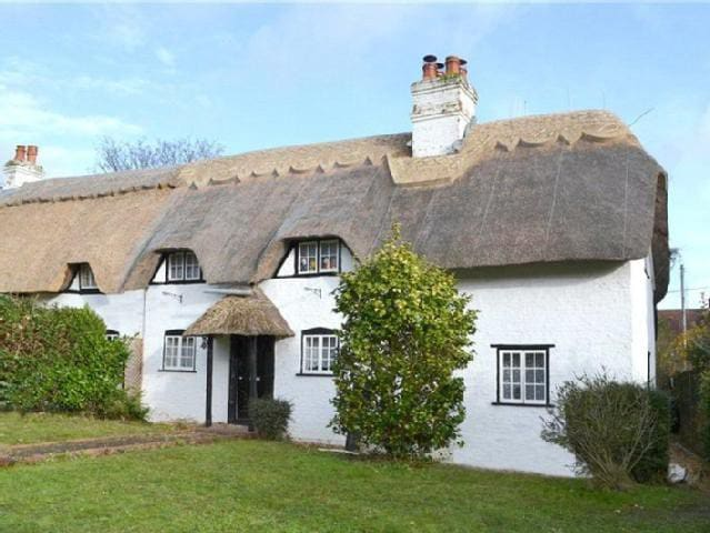 3 bed Thatched Cottage - Lyndhurst