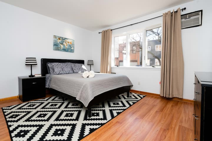 Private backyard / Entire apartment / Prime area!