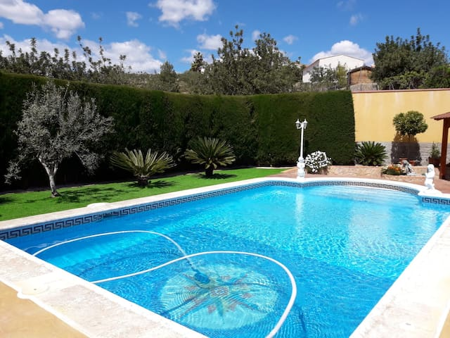 """Chalet Las Piedras"" swiming pool and natural lage"