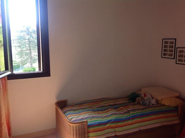 Single room facing the swimming pools and tennis court