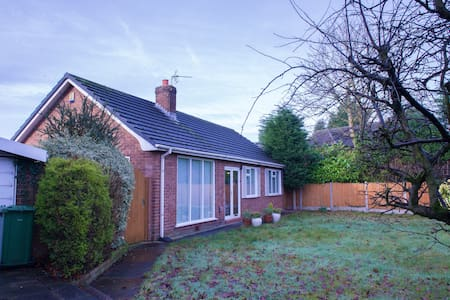 Laurel House - Rainhill - Bungalow