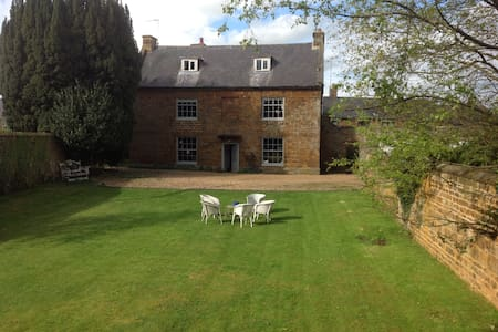 Tews Farm 2nd floor suite sleeps 4 - Woodford Halse - Bed & Breakfast
