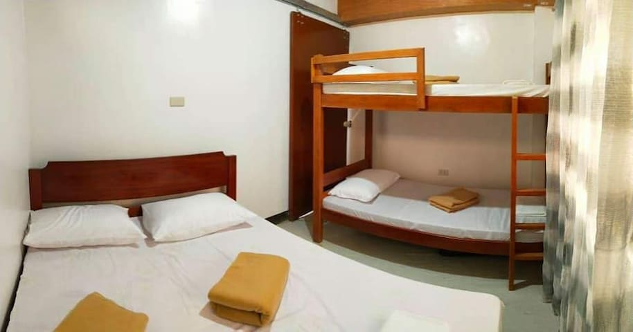 Marjorie Homestay - Bedroom 1 with AC Shared CR