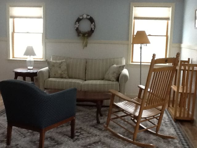 Quiet, sunny apt. with kitchen -Goose Rocks Beach! - Kennebunkport