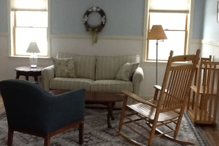 Peaceful, sunny apt. near Goose Rocks Beach! - Kennebunkport