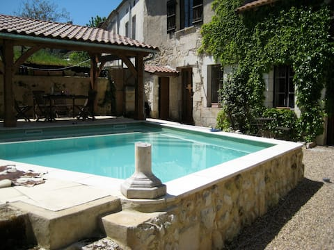 Lovely Centre-ville 2 bed with pool
